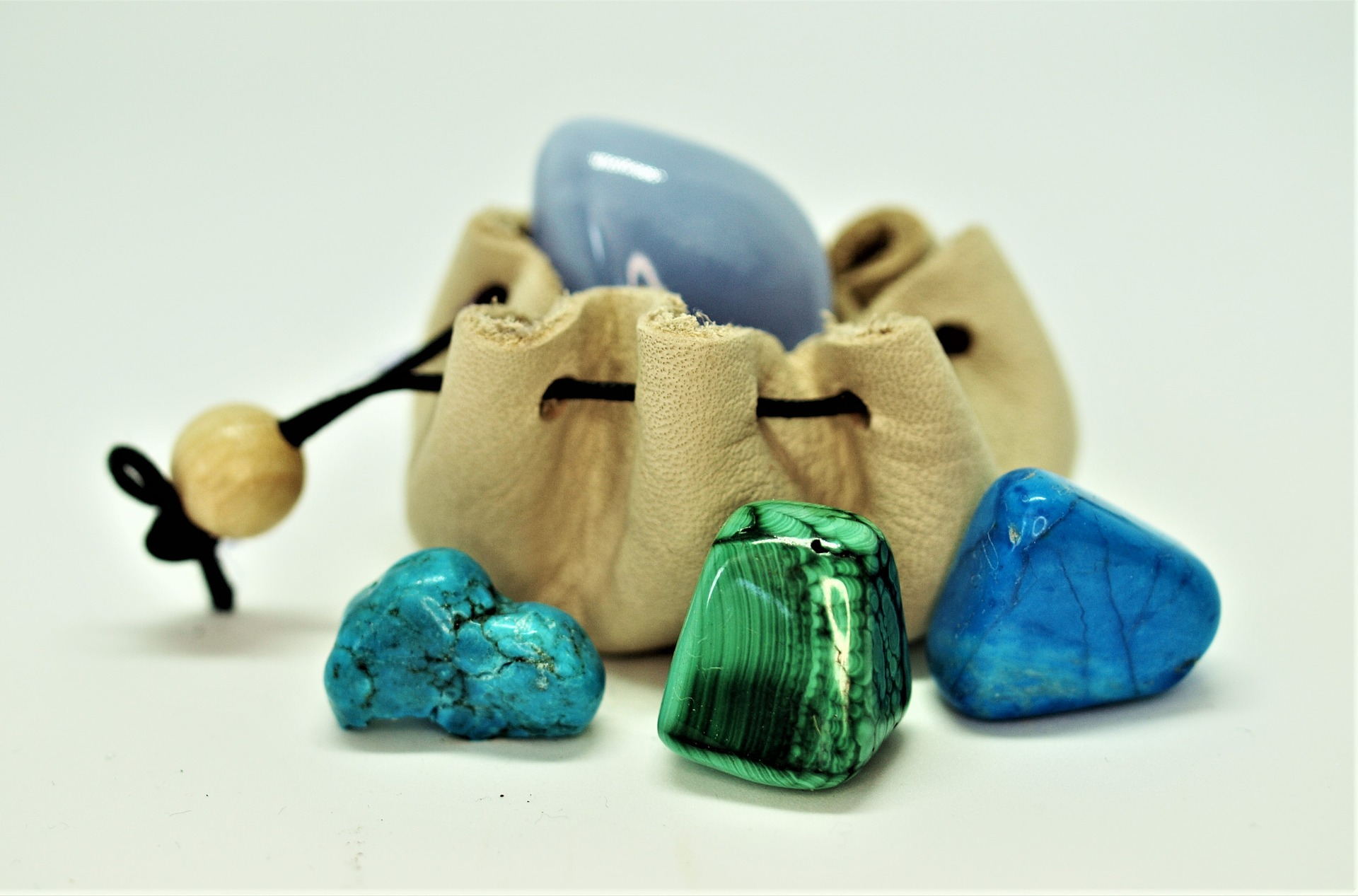 Crystal Healing - Benefits of The Apatite Crystal - Stacey Chillemi - Health & Lifestyle Coach